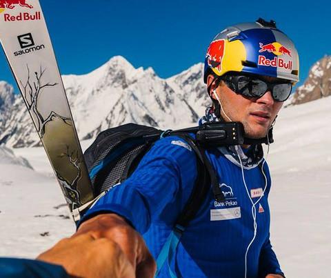 Andrzej Bargiel attacks K2 to ski