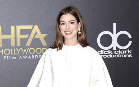 """Anne Hathaway zapewnia: Mierzenie się z hejtem """"wzmacnia""""..."""