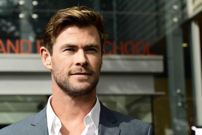 """Chris Hemsworth zdradza, jak szybko """"podpompować"""" bicepsy"""