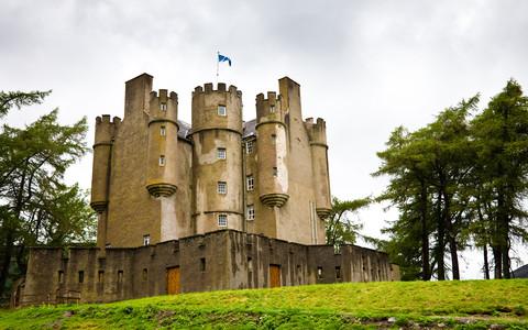 Braemar: Spór o zamek z niepodległością w tle