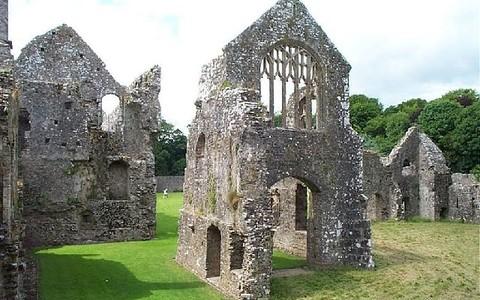 Malownicze ruiny w Lamphey