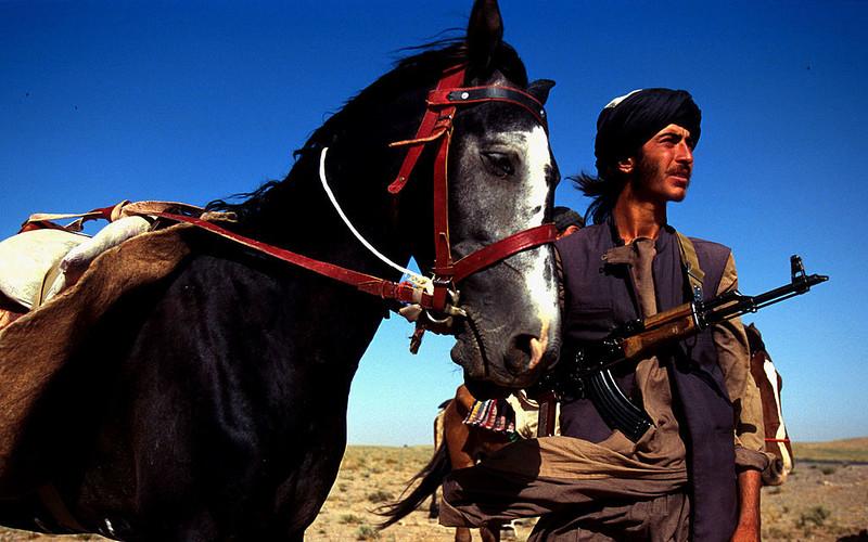 Afganistan: Kożuchy, talibowie i demokracja