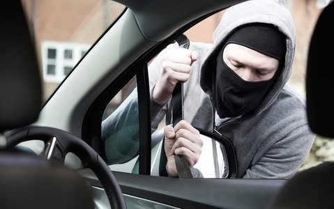 Kradzież samochodu lub tablic rejestracyjnych