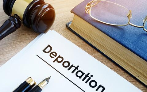 Co zrobić, gdy grozi mi deportacja?